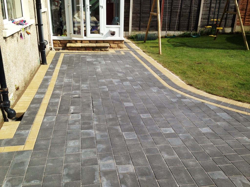 Petra-Paving-in-Charcoal-with-double-buff-borders-in-Halton-Lancaster.jpg
