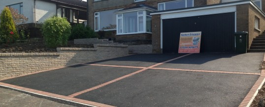 Picture frame Tarmac with rolled red Chipping's and brindle borders